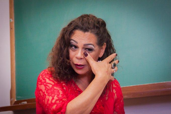 Foram quatro anos de estudo na Universidade Federal do Paraná (UFPR) para Megg Rayara Gomes de Oliveira defender sua tese sobre racismo e homofobia nessa última quinta-feira (30) – e, assim, conquistar, de forma inédita no país, o título de doutora.