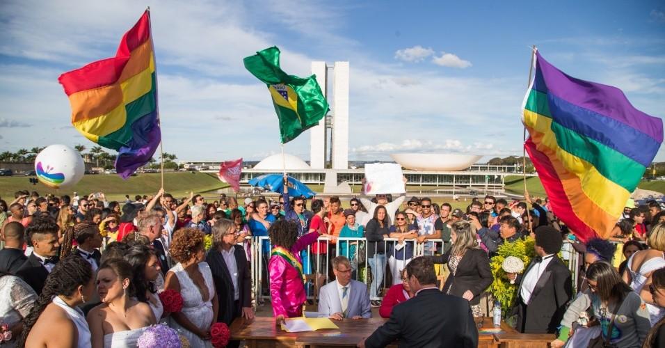 Anteriormente a lei de herança só se aplicava aos casais que fossem casados.-em-brasilia-antes-da-parada-gay-na-capital-federal-neste-domingo-28-1435525632513_956x500