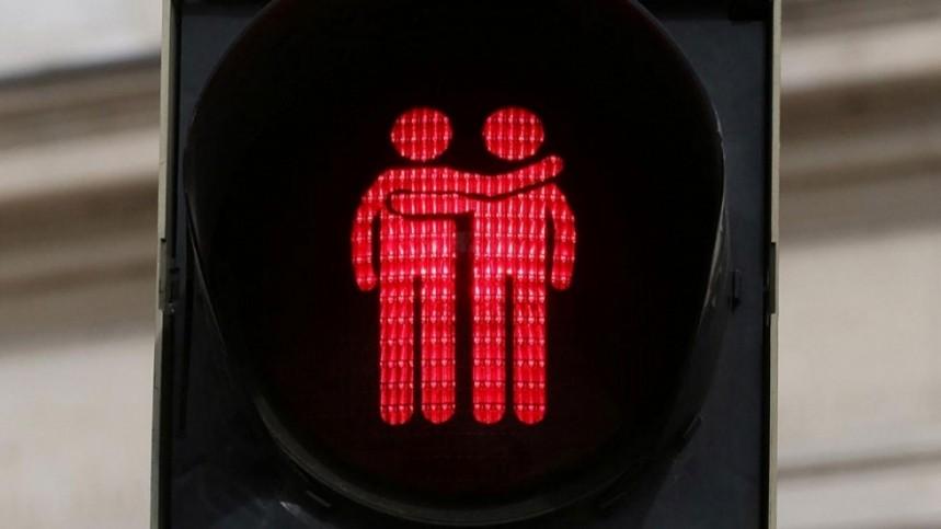 article-madrid-carmena-instala-semaforos-orgullo-gay-2017-59350aa3b731a