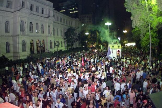 Evento em 2001 ainda encerrava-se na Praça da República; hoje, ele termina na Praça Roosevelt