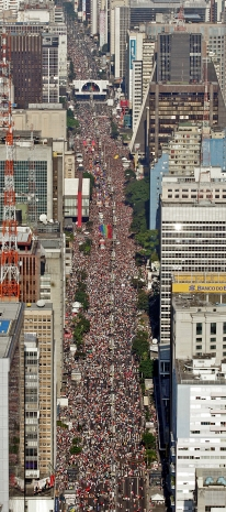 Pelo segundo ano consecutivo, em 2005, evento foi o maior do mundo 1,8 milhões de pessoas, segundo a PMs
