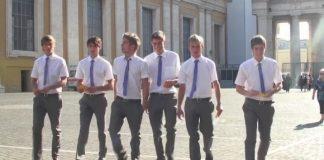 Polícia do Vaticano interrompe orgia na casa de secretário de assessor do Papa