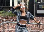 Anitta na Parada LGBT de SP em 2017