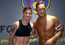 Lionel Messi está usando sutiã?