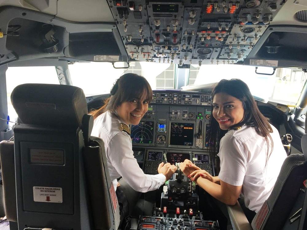 Gabriela Duarte e a copiloto Chiazza participam de voo da Gol com população 100% feminina em homenagem ao Dia da Mulher (Foto: Divulgação)