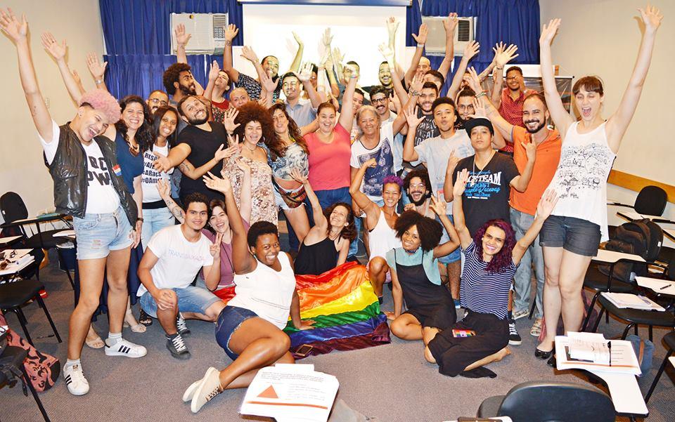 O projeto Micro Rainbow Brasil oferece cursos de qualificação exclusivo para pessoas LGBT de baixa renda ong