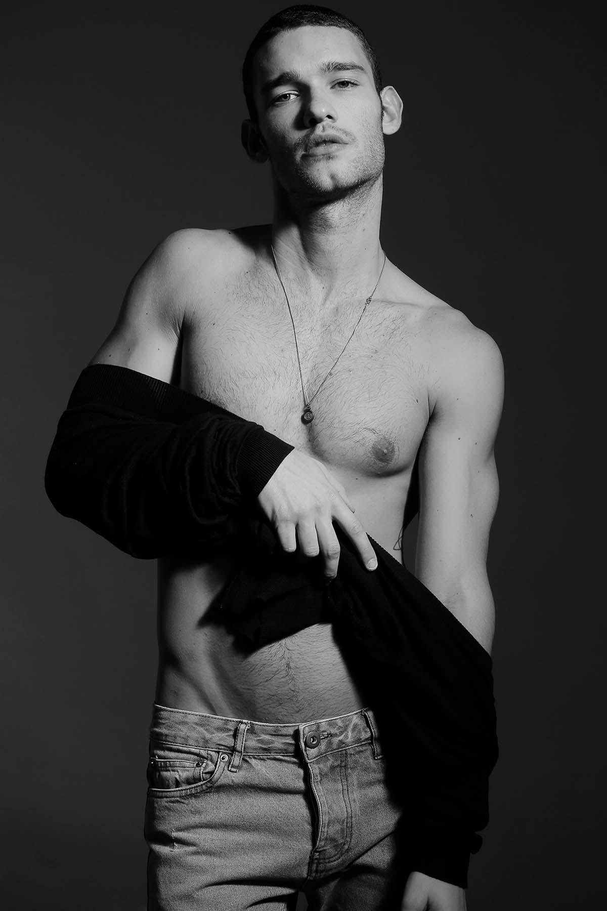 Ensaio Luigi Ficarelli Por Omer Faraj Para Brazilian Male Model