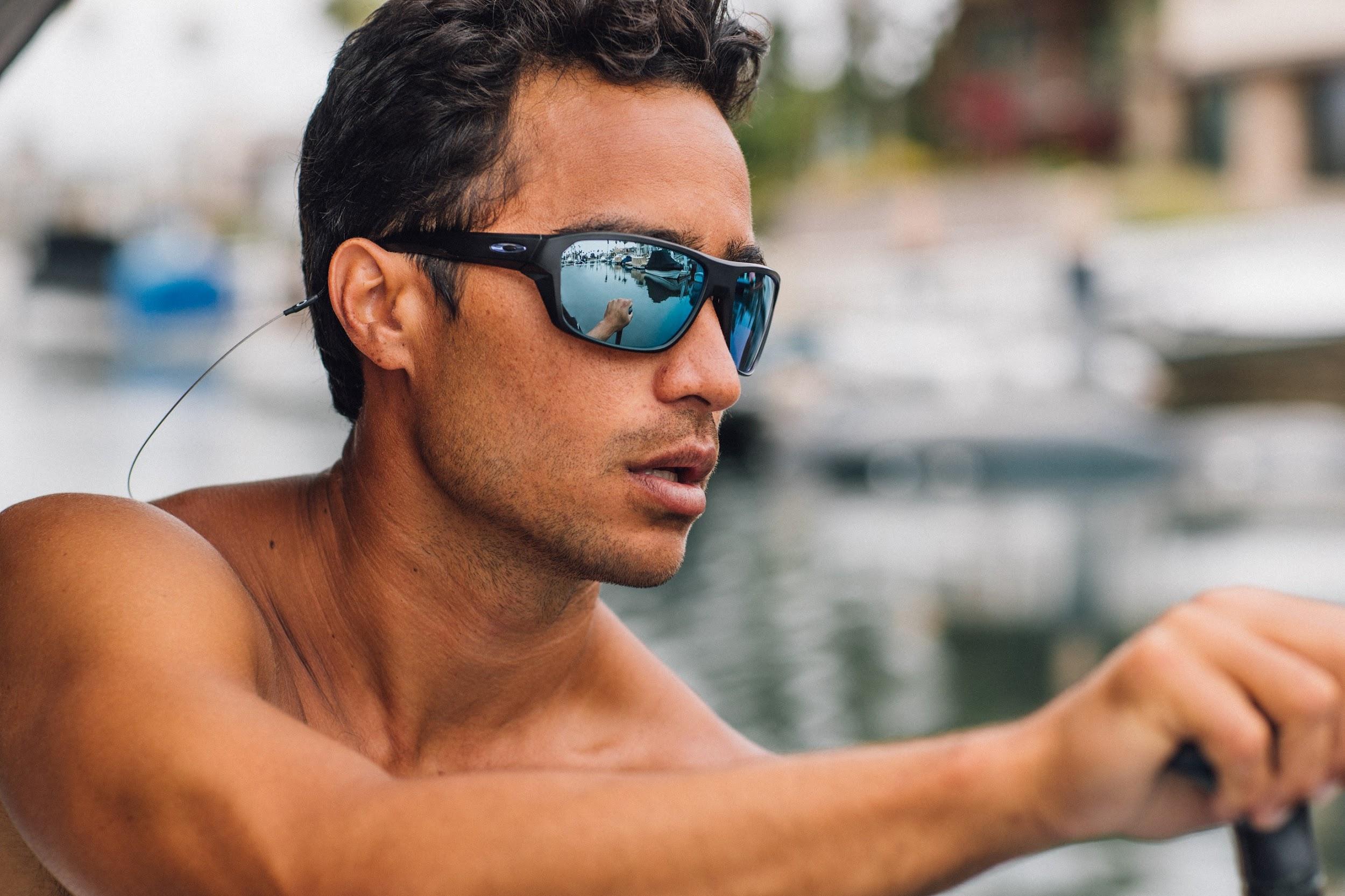 Oakley lança primeiro óculos de sol voltado às práticas esportivas ... 31be569ef0
