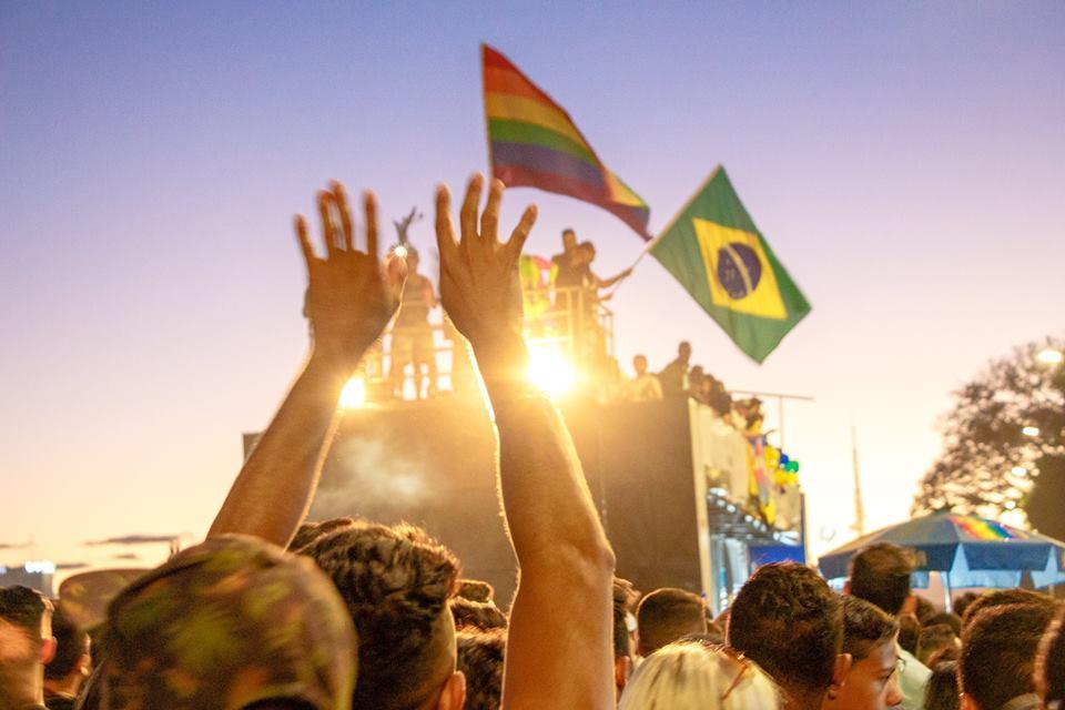 Campanha quer fotos antigas da Parada do Orgulho LGBTS de Brasília