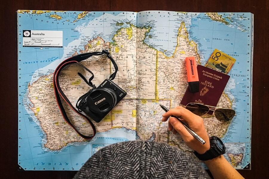Planeje sua viagem e se aventure pelo mundo sozinho. Foto: Hurb