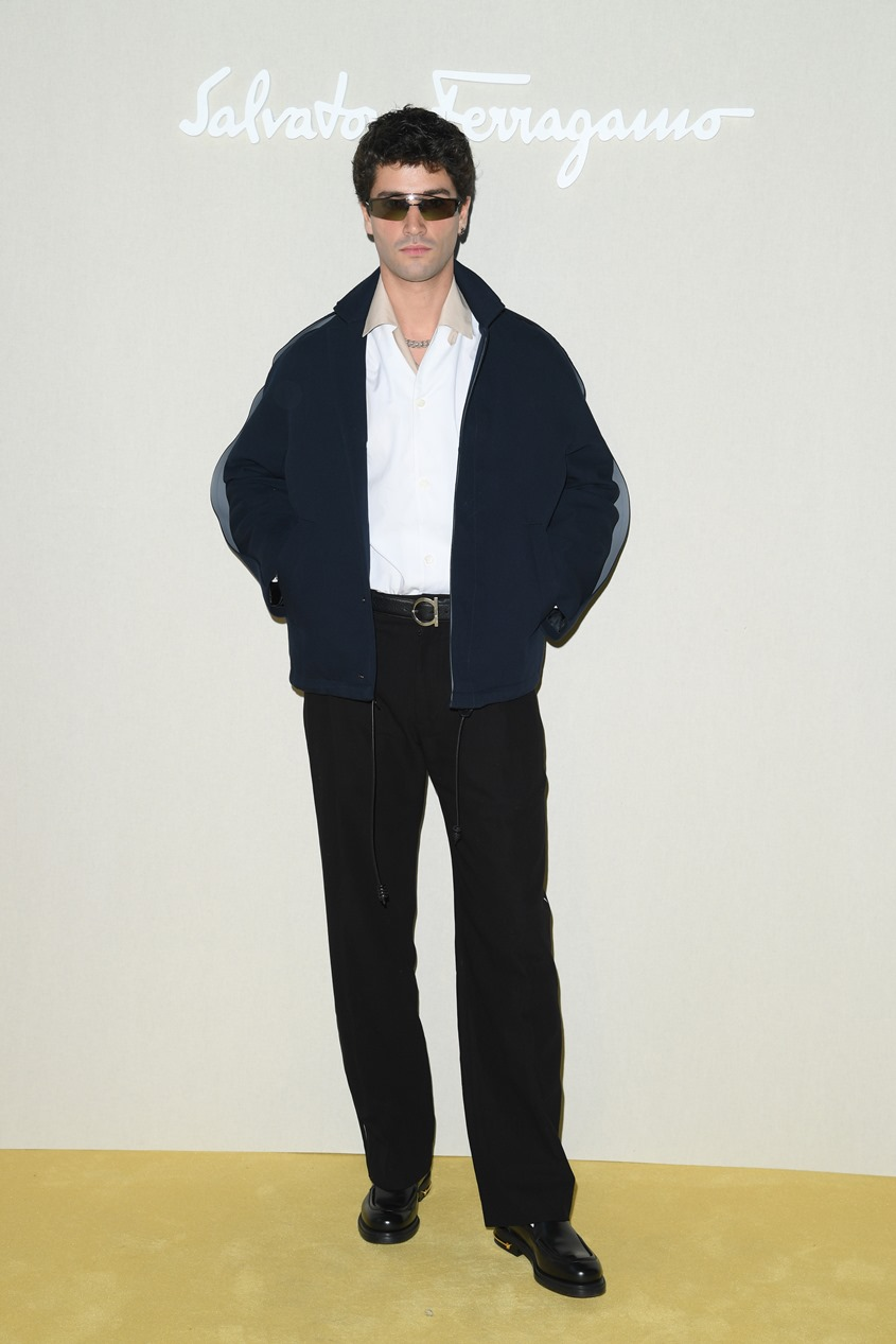 Luca Guadagnino e Hero Fiennes-Tiffin prestigiam temporada de Salvatore Ferragamo em Milão