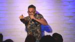Conheça Valmir Martins, comediante de stand-up que combate o preconceito ao HIV