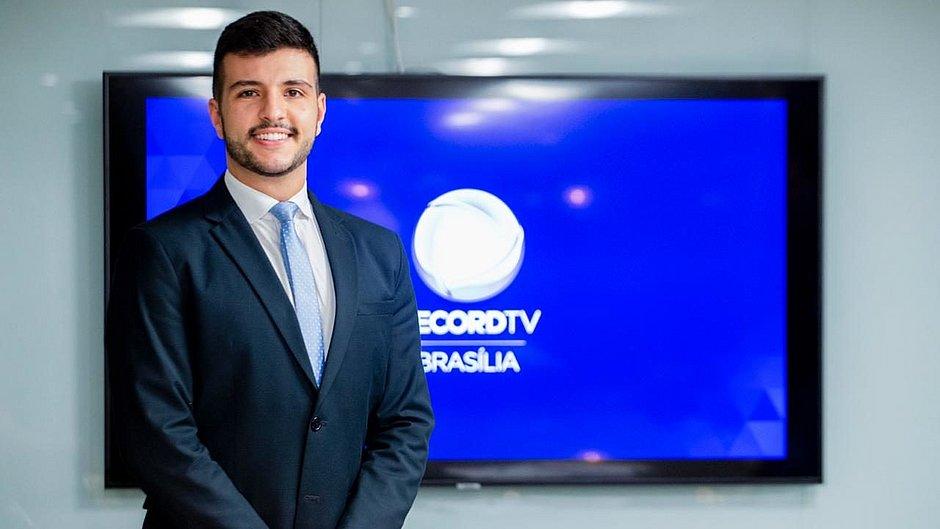"""Jornalistas da Record fazem carta de repúdio a Matheus Ribeiro: """"Relevância curricular é a orientação sexual"""""""