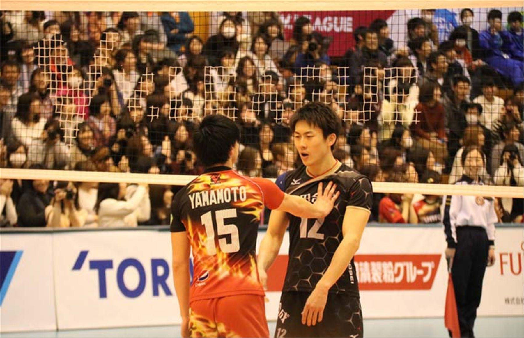 Após briga, jogadores de vôlei do Japão fazem as pazes com selinho