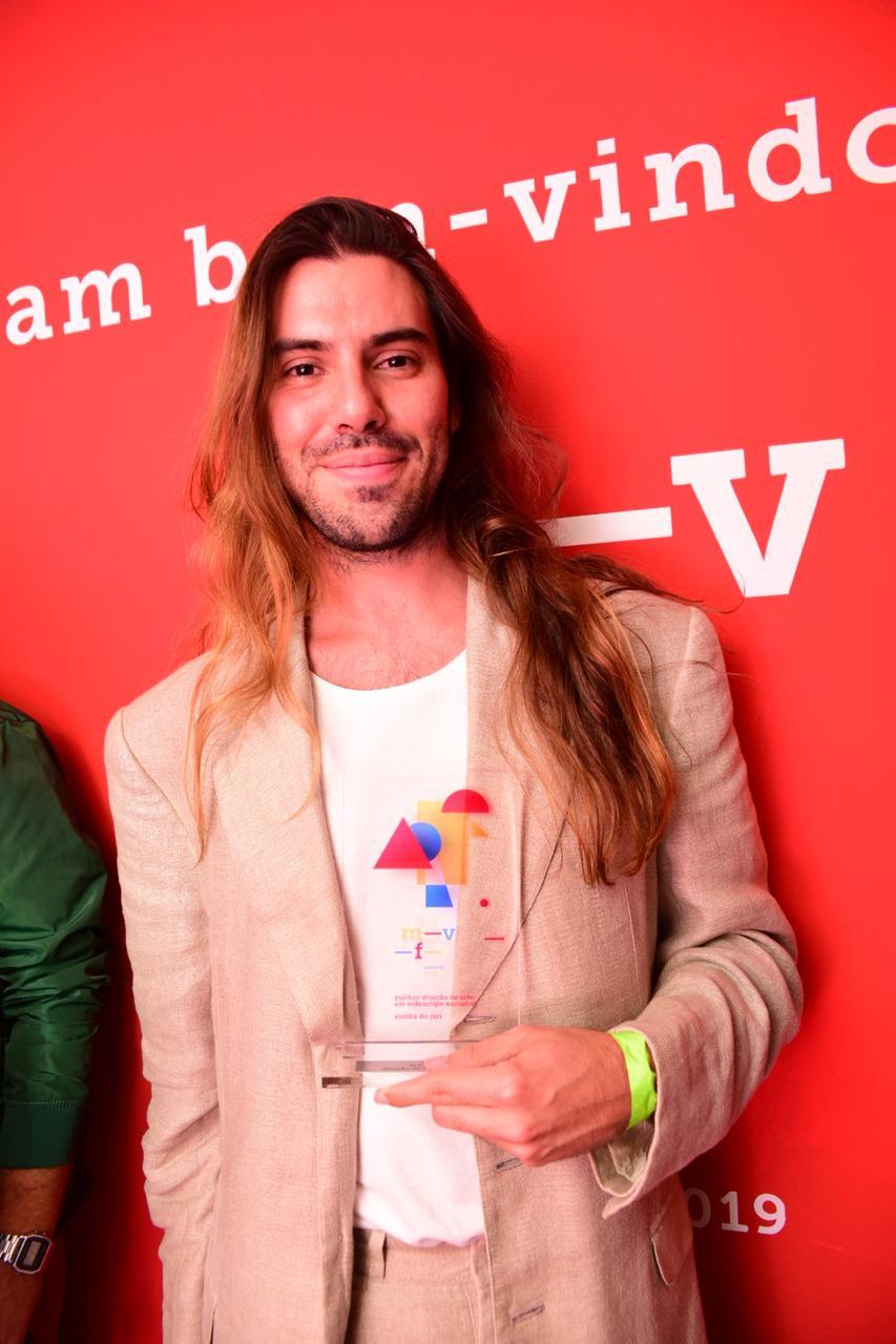 Ítalo Matos venceu, no ano passado, o prêmio de melhor Diretor de Arte no Music Video Festival Awards de São Paulo Fernanda Tiné