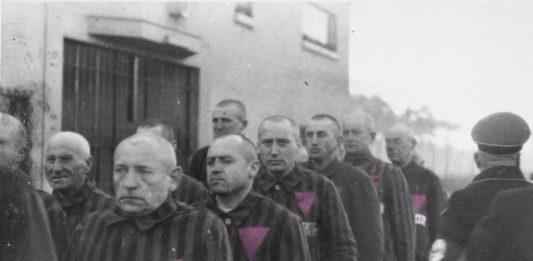 Os gays na Alemanha Nazista eram perseguidos não só pelos soldados, mas também por outros prisioneiros. Foto: Domínio Público