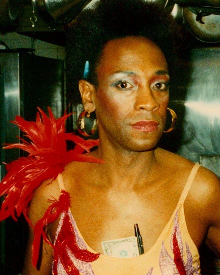 """Conta do Instagram """"The AIDS Memorial"""" homenageia anônimos vitimados da doença"""