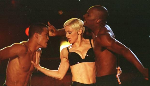 Madonna, cantora, em 07/11/1993, conquistando a plateia, a cantora se apresentou para 120 mil fãs no Maracanã Leia mais: https://acervo.oglobo.globo.com/frases/aprendi-que-no-brasil-dizem-bunda-em-vez-de-culito-9174865#ixzz6SgzAF4Pf stest