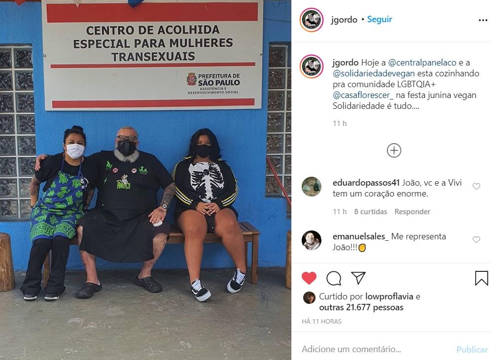 Hoje a @centralpanelaco e a @solidariedadevegan esta cozinhando pra comunidade LGBTQIA+ @casaflorescer_ na festa junina vegan Solidariedade é tudo....