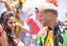 Carnaval e bandeiras LGBT+ ocupam principal avenida do México para clipe do brasileiro Rodrigo Massa