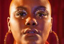"""Kynnie lança seu primeiro single """"Simples Assim"""" carregado de potência e representatividade"""