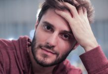 """""""As necessidades de cada sigla na comunidade (LGBT) são diferentes"""", ator Hugo Bonemer"""
