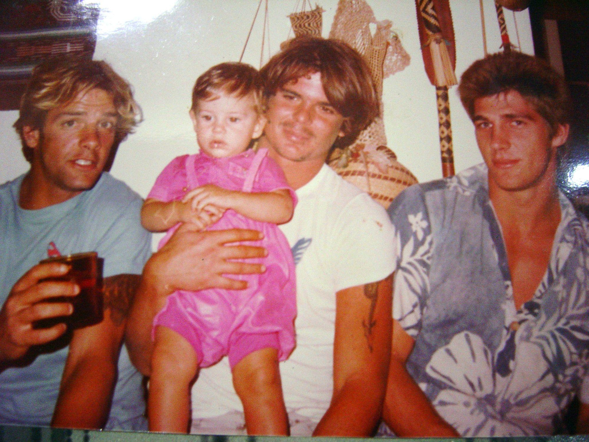 Com Pipi (esquerda) a filha Victoria e Igor (direita).