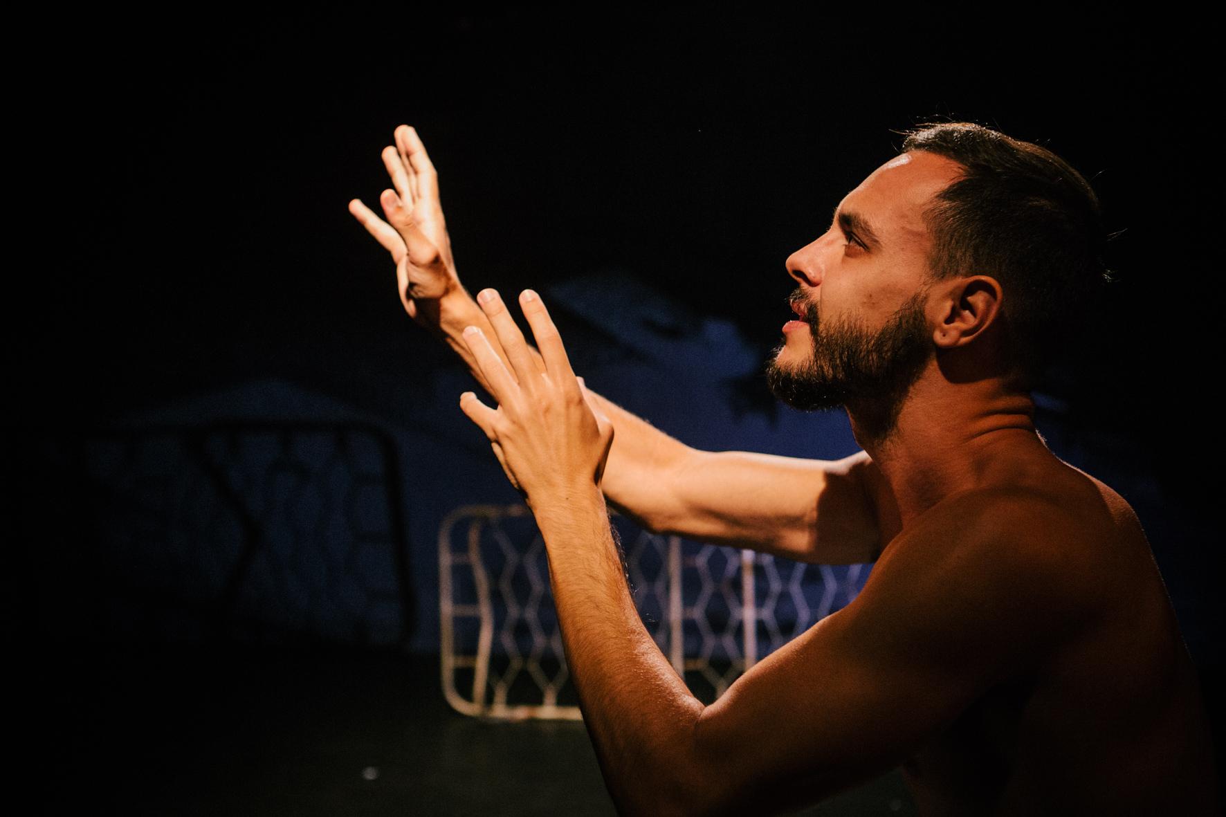 """Espetáculo """"O Desmonte"""" começa temporada gratuita em lives nesta quinta-feira"""