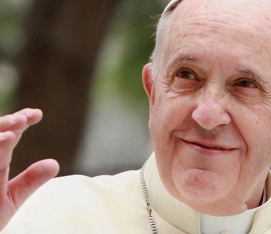 """Papa Francisco a pais de LGBTQIA+ : """"Amo seus filhos como são"""""""