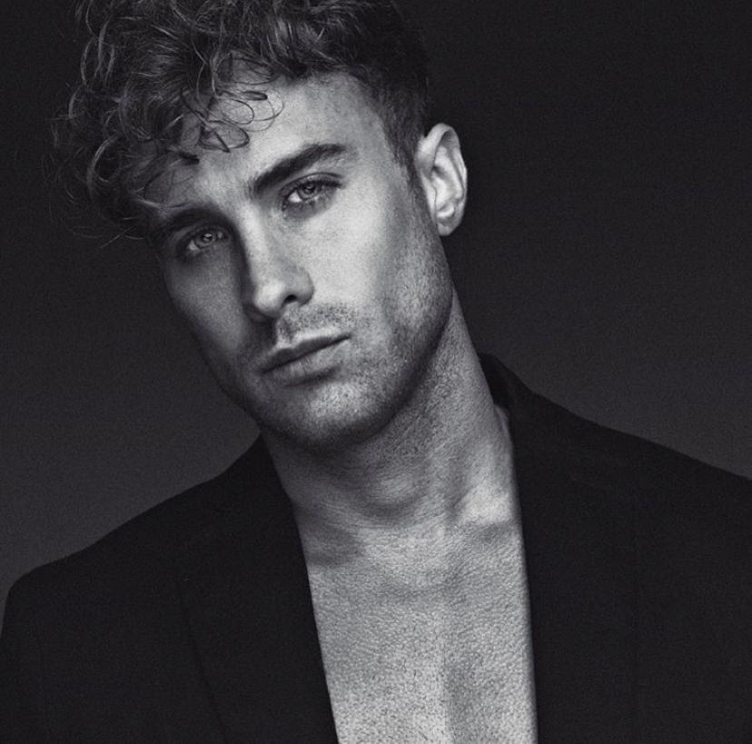 """Modelo Ross Northon diz que fotos de cueca não devem ter enchimento """"Tudo natural e simétrico"""""""