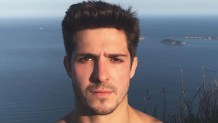 """Ator Igor Cosso explica porque demorou a se revelar gay: """"Podia ser fatal para minha carreira"""""""