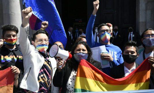 """Cidade do México criminaliza """"cura gay"""" e infratores podem pegar até três anos de cadeia"""