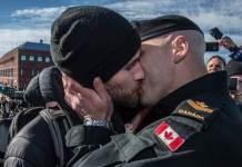 """Homens gays """"roubam"""" a hashtag do grupo de extrema-direita #proudboys"""