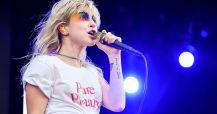 Vocalista do Paramore comenta sobre expulsão de ex-membro homofóbico