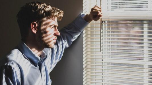 Ideação suicida entre gays: questionário busca entender as razões