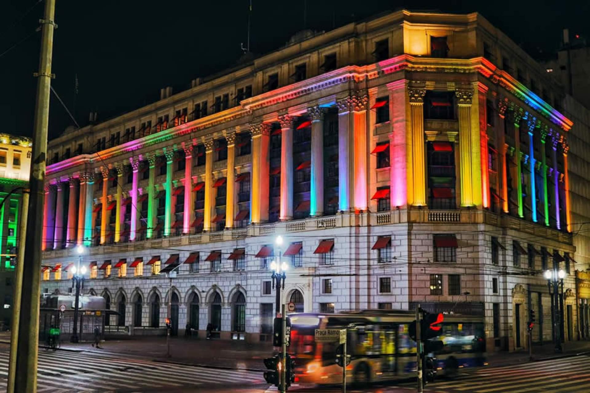 Shopping Light iluminará a fachada com as cores da bandeira LGBTQIA+