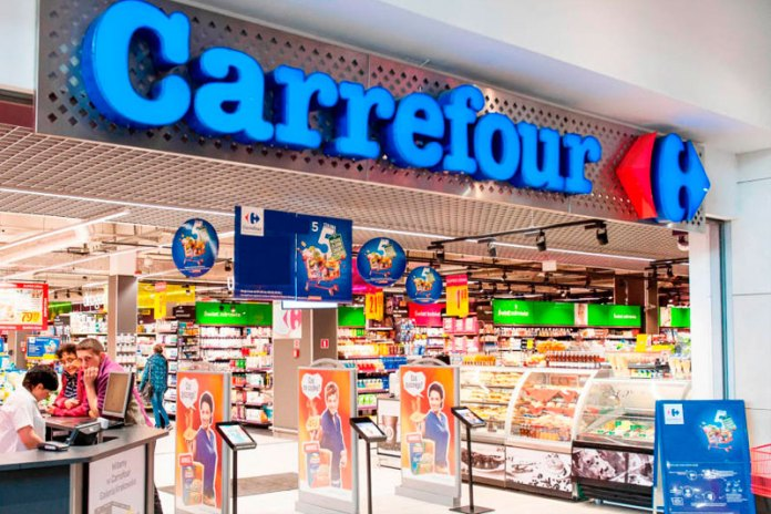 Carrefour é condenado a indenizar casal gay agredido por seguranças