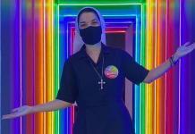 """Freira visita bar lésbico e diz: """"Amor de Deus é maior que qualquer preconceito"""""""