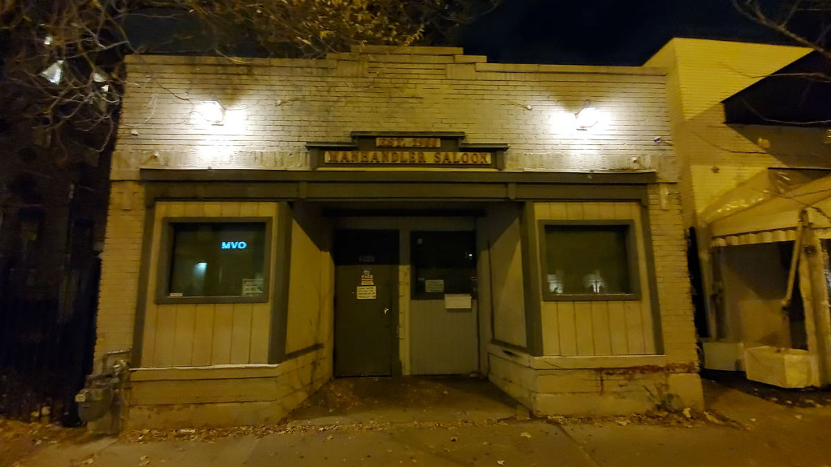 Traditional gay bar in Chicago closes due to covid-19