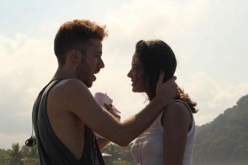O diretor e a atriz Fernanda Marques no set do filme