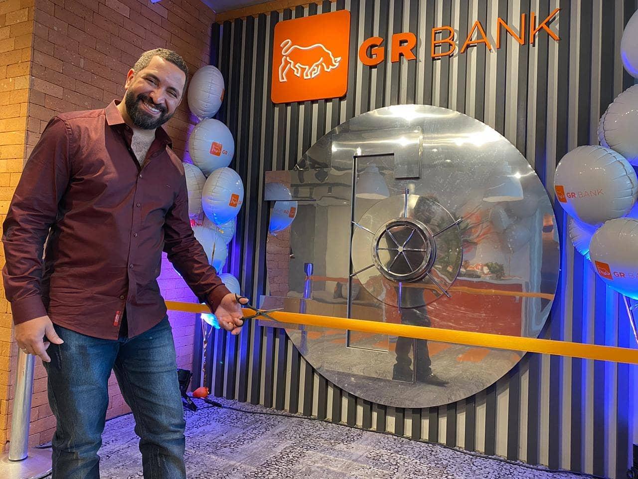 Ex-motoboy lança banco digital focado na diversidade