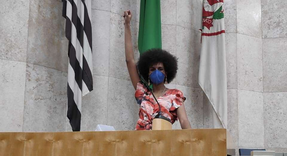 Carolina Iara is the first intersex person to graduate from the São Paulo City Council