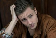 "Estrela de ""Center of my World"", Jannik Schümann revela ser gay e apresenta namorado"