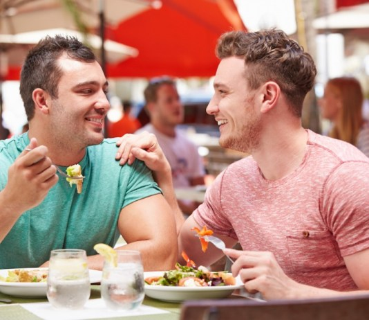 Restaurante indenizará cliente por comentário homofóbico no TripAdvisor
