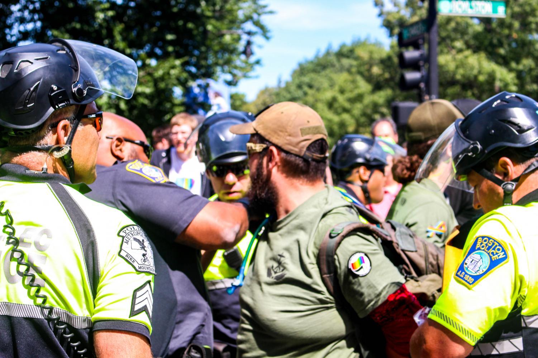"""FBI prende organizadores da """"Parada do Orgulho Hétero"""" nos EUA"""