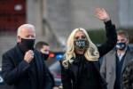 Lady Gaga se diz honrada por cantar hino dos EUA na posse de Biden