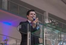 Pastor bolsonarista é intimado por dizer que Coronavac tem HIV dentro