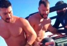 Casal de homens gays é algemado pela polícia na praia de Tulum, no México