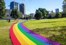 Sydney inaugura via permanente com cores da bandeira LGBT+