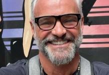 """""""Minhas filhas querem que eu namore um homem"""", diz Mateus Carrieri"""